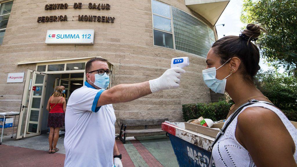 Madrid hace casi 1.500 pruebas PCR aleatorias en el barrio de Puente de Vallecas