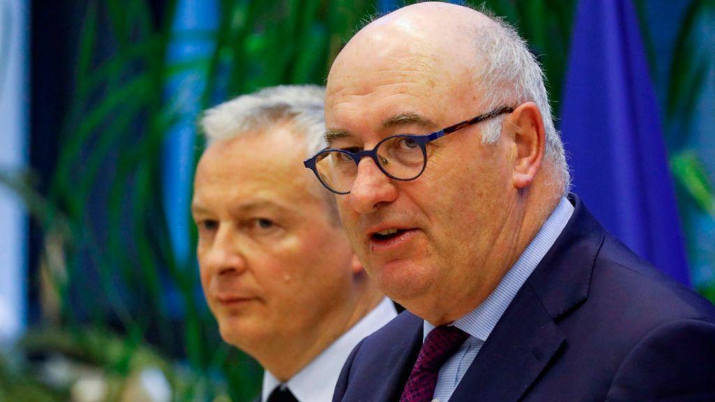 Piden la dimisión del comisario europeo de Comercio por acudir a una cena multitudinaria