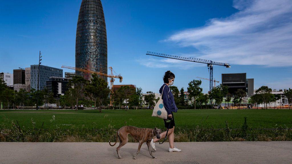 Cataluña sigue sumando de millar en millar los contagios diarios y mantiene un alto riesgo de rebrote