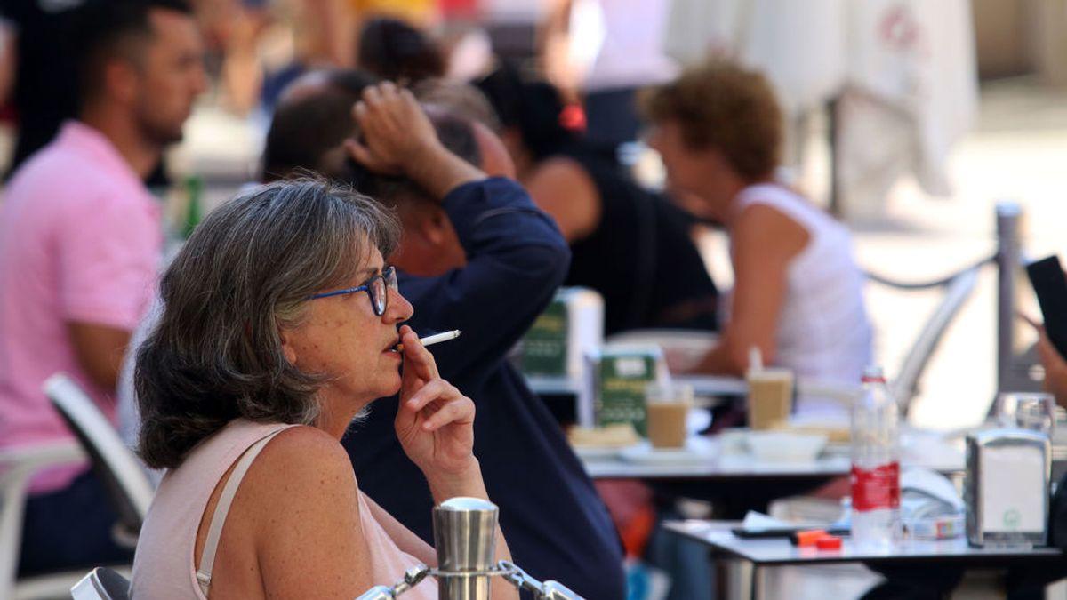 La Comunidad de Madrid pide al juez una aclaración a la anulación de la prohibición de  fumar en la calle