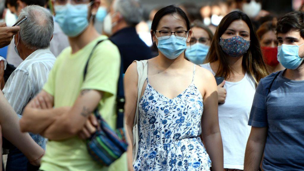 Un experto propone toques de queda para combatir el virus, ¿qué significa?