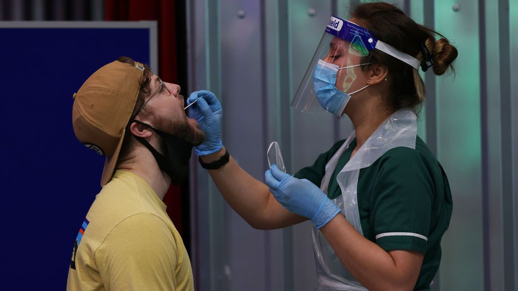 Un experto del Gobierno británico avisa de que el coronavirus podría no ser erradicado jamás