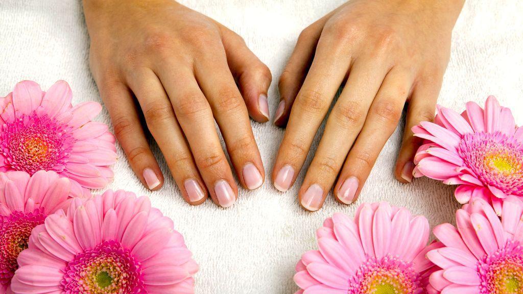 Manchas blancas en las uñas: ¿por qué salen?