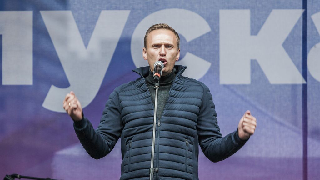 El equipo de Navalni asegura que el opositor estuvo bajo estrecha vigilancia antes de entrar en coma