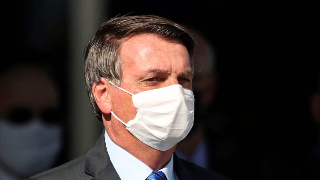 """Bolsonaro llama """"cabrón"""" a un periodista y le amenaza con """"llenarle la boca de puñetazos"""""""