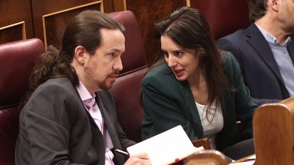 """Irene Montero posa y pasa revista a su vida con Iglesias: """"No solemos salir. Preferimos la intimidad de casa"""""""