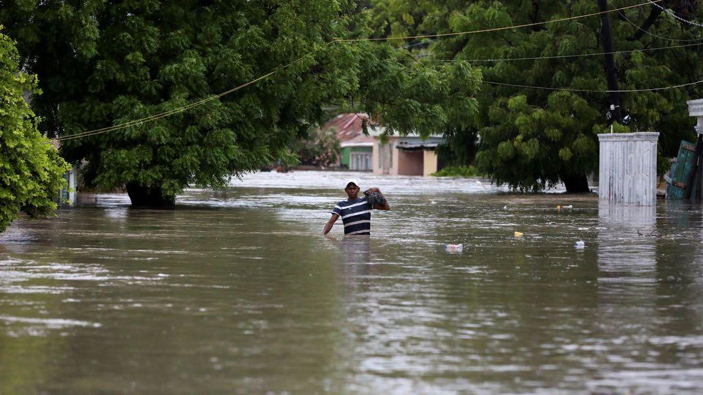 Las tormentas tropicales Laura y Marco llegarán con vientos huracanados al sur de EEUU