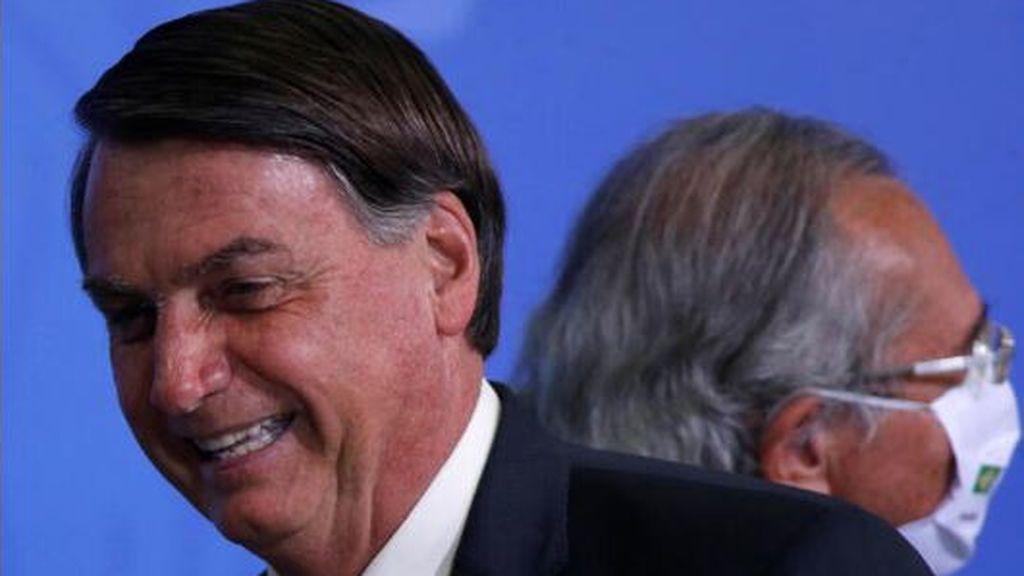 """Bolsonaro se burla de la prensa : los periodistas """"de culo gordo""""  tienen pocas probabilidades de sobrevivir al virus"""