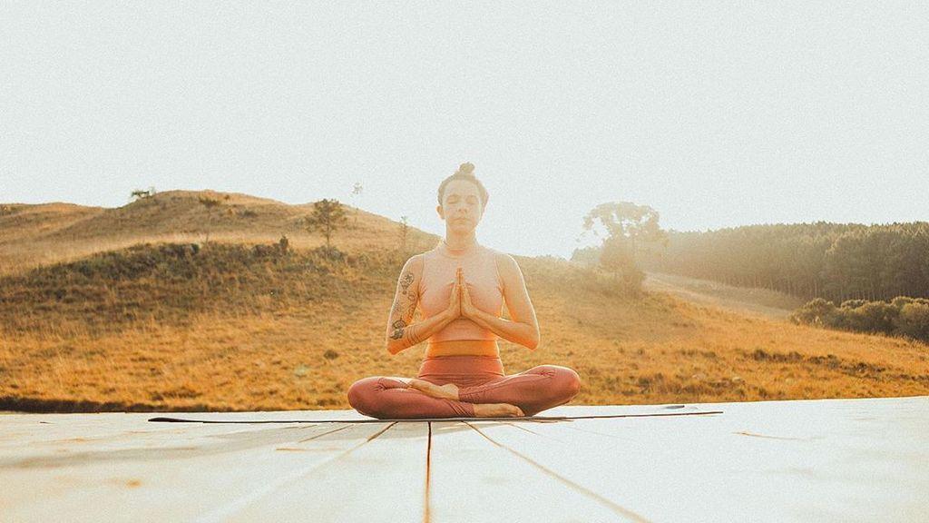 Postura del Namasté mudra en yoga