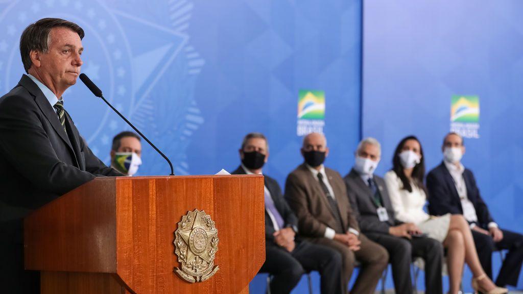 """Bolsonaro dice que los periodistas """"de culo gordo"""" tienen pocas probabilidades de sobrevivir al virus"""