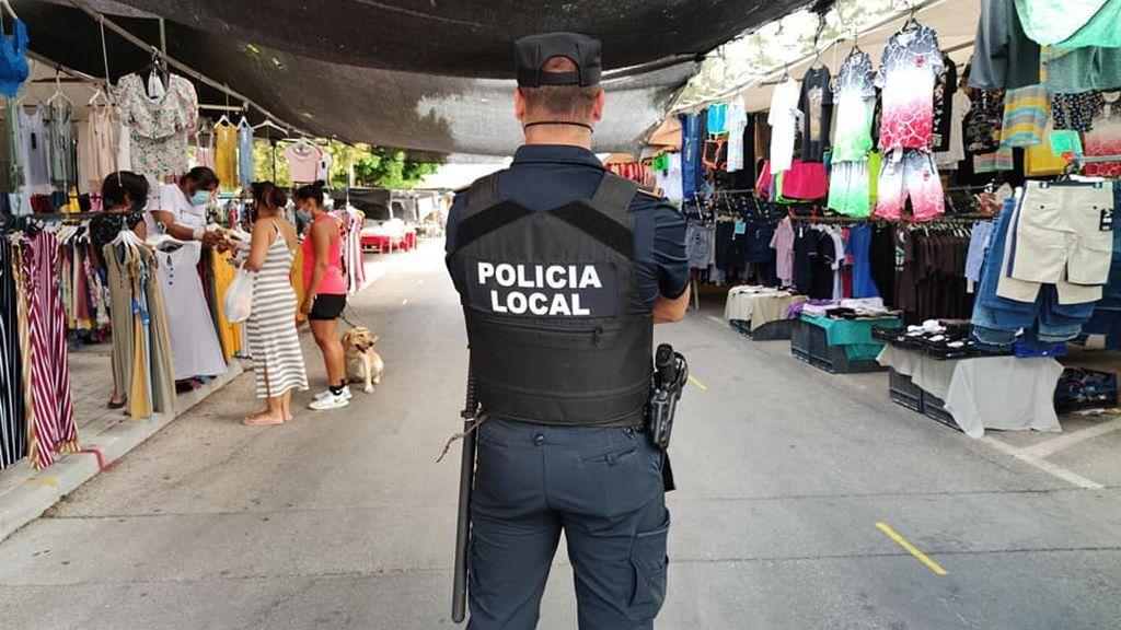 La Guardia Civil patrulla Alhaurín de la Torre tras el cierre de la jefatura al dar positivo cinco policías locales
