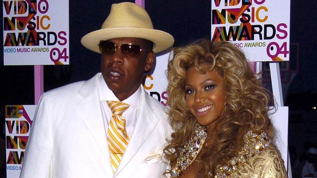 La pareja eligió la alfombra roja de los MTV Music Awards de 2004 para confirmar su relación.