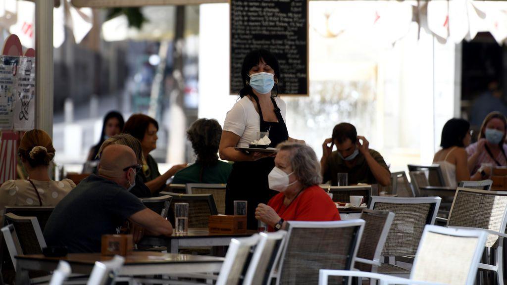 La Fiscalía reprende al juez que dejó en el aire la prohibición de fumar en Madrid: no debió pronunciarse