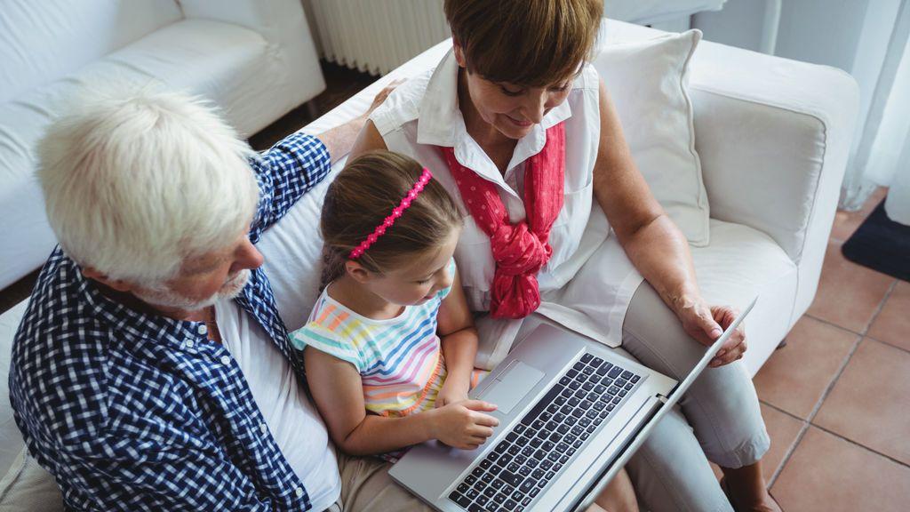"""Menos lectura profunda, más consumo rápido: """"Las pantallas están cambiando el cerebro de mis hijos y el mío"""""""