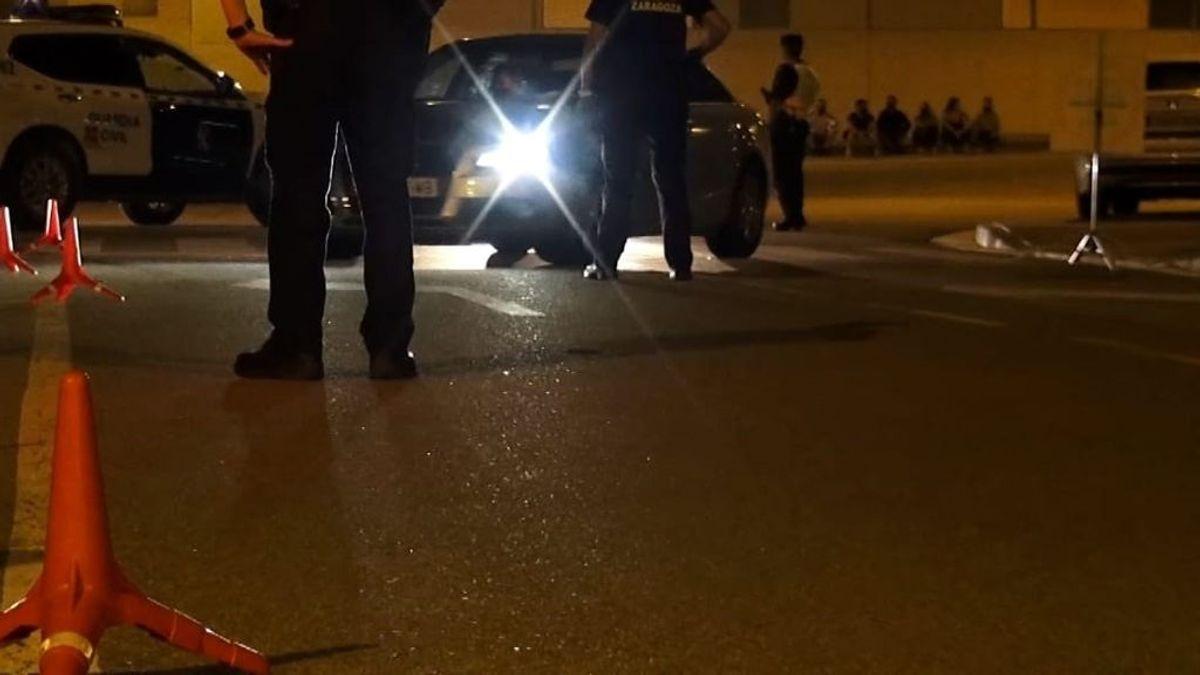 Intenta meter a una joven a la fuerza en su coche y al huir casi atropella a un bebé en Chiclana