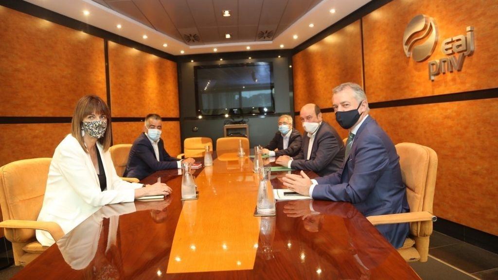 PNV y PSE cierran un acuerdo para reeditar su Gobierno de coalición en el País Vasco