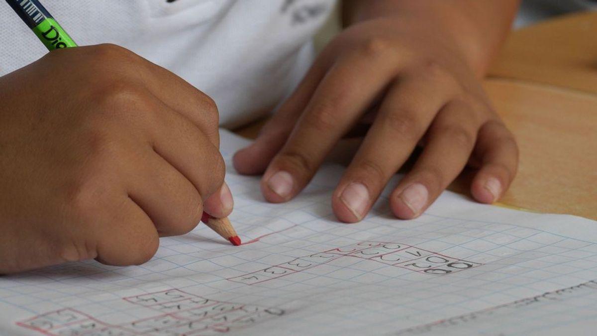 """""""¿Cómo conciliamos si no hay cole?"""": relatos familiares ante un inicio escolar incierto"""