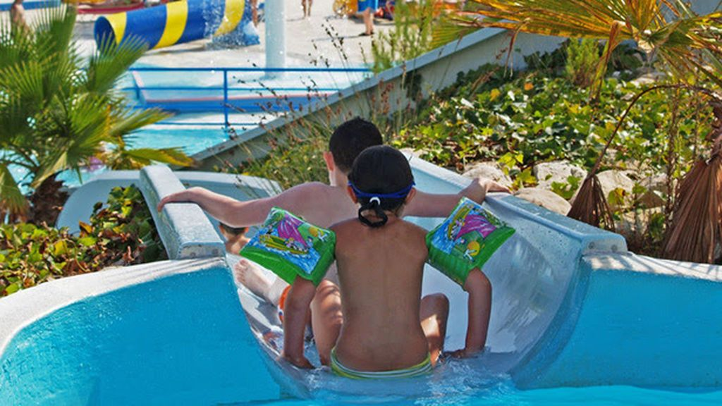 Muere un niño de 4 años tras ahogarse en una piscina del Aquopolis Costa Daurada, en Tarragona