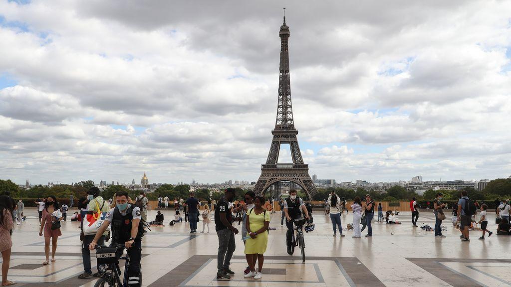Francia pone en alerta roja a sus 21 departamentos tras superar los 6.000 contagios en un día