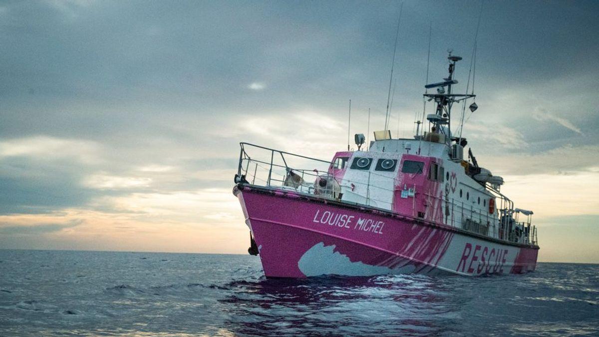 Banksy, contra la tragedia de la inmigración marítima: el barco que financió y pintó rescata 89 náufragos