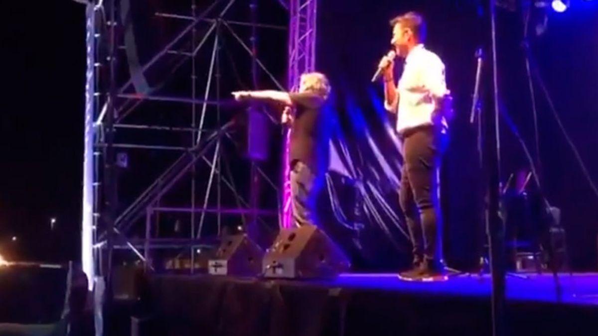 El humorista JJ Vaquero parodia el momento entre Loquillo y el guardia de seguridad en Torrelavega