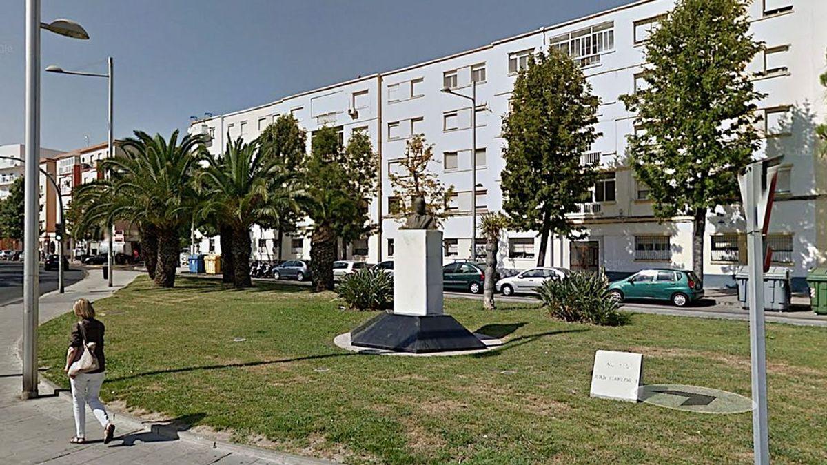 Adiós Juan Carlos I, bienvenida Sanidad Publica: el pleno del ayuntamiento de Cádiz cambia de nombre la avenida dedicada al rey emérito