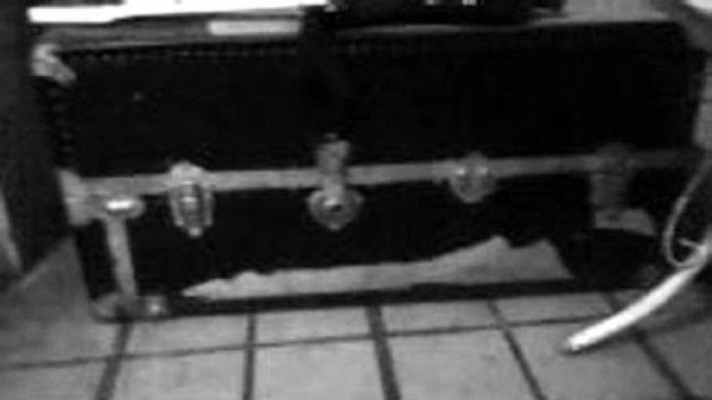 Imagen del baúl en el que se encontró al 'muñeco' Edgard