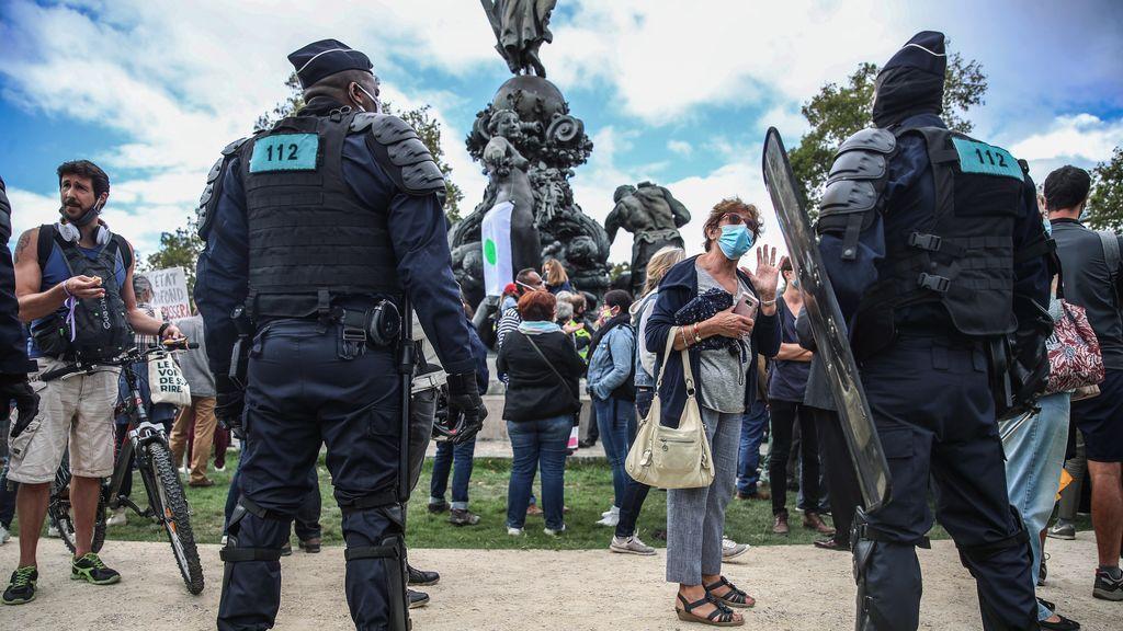 Manifestación en París contra el uso de la mascarilla