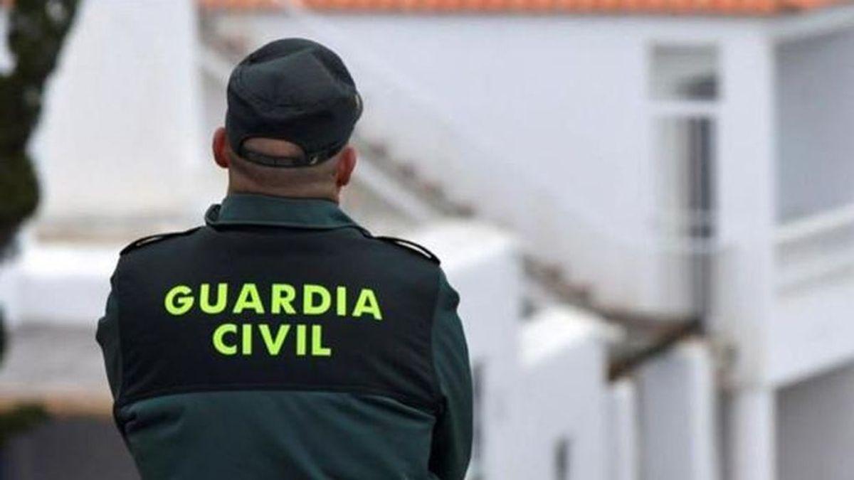 Un hombre asesina a puñaladas su mujer en Águilas (Murcia): la Guardia Civil le busca tras darse a la fuga