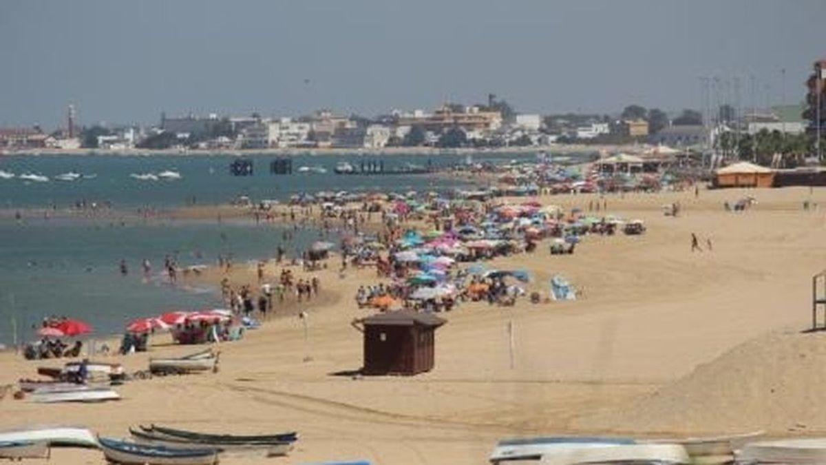 En cuarentena 52 vigilantes de playa de Sanlúcar de Barrameda por un positivo en Covid-19