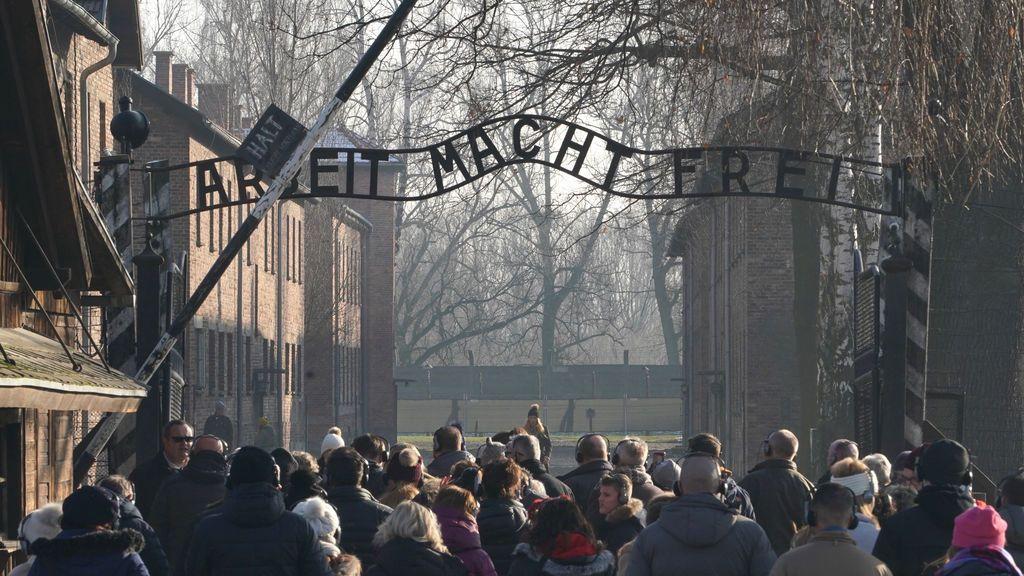 Imitar a una víctima del Holocausto nazi: el último reto de moda en Tik Tok
