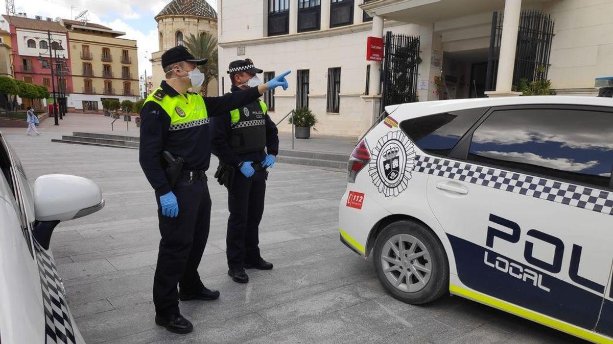 Heridos 4 policías locales de Lucena al pedir a tres individuos que usaran mascarilla