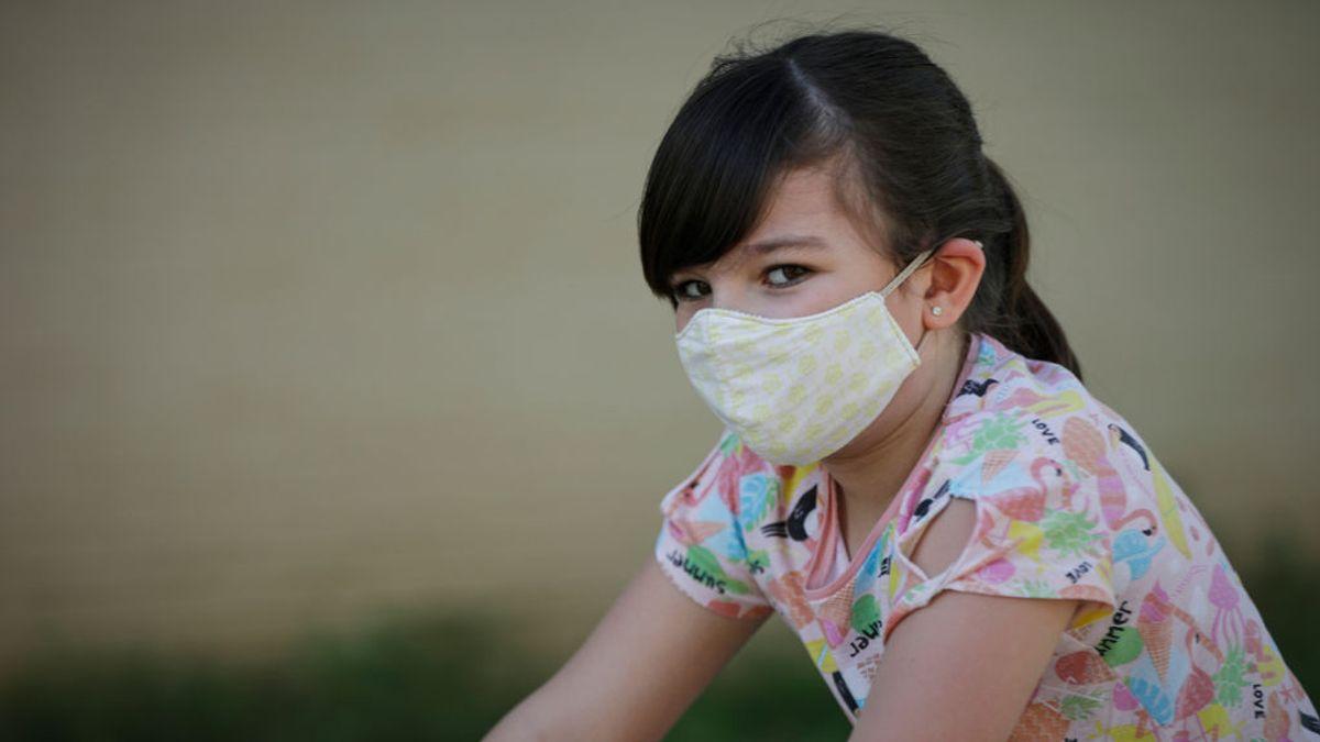 El nivel de transmisión del COVID de los niños contagiados a los adultos con quienes conviven es bajo