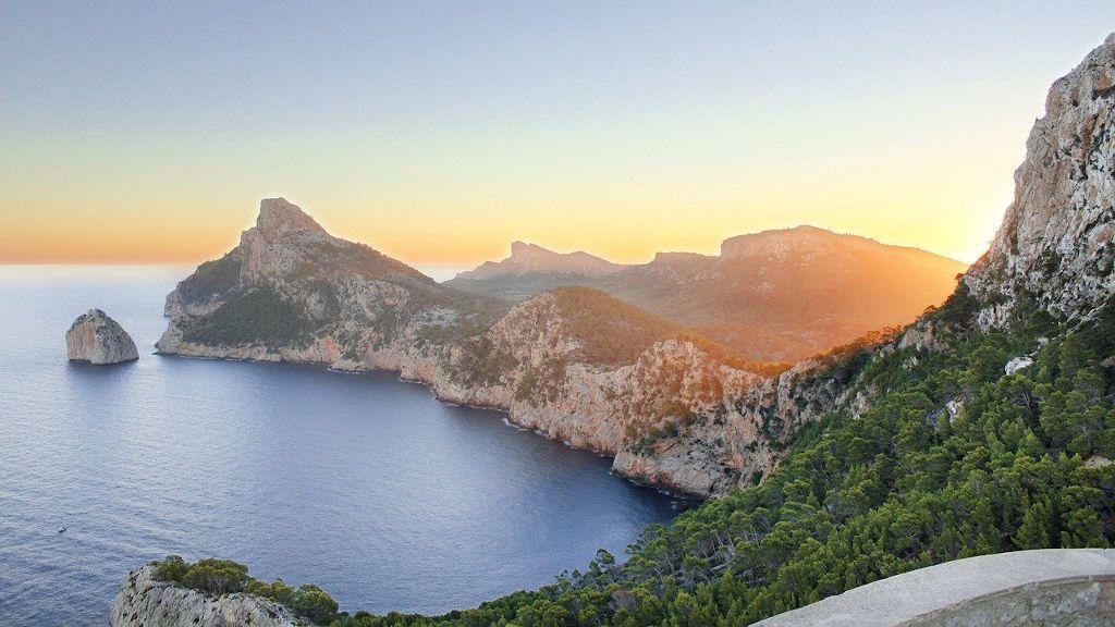 Playas y paisajes únicos: las islas más bonitas de España