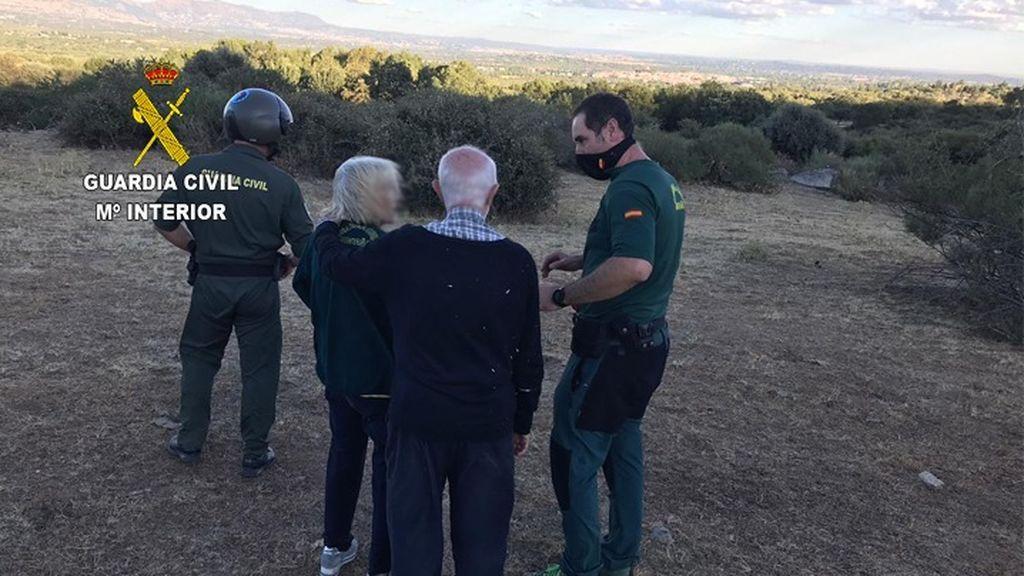 La Guardia Civil atiende a los dos rescatados