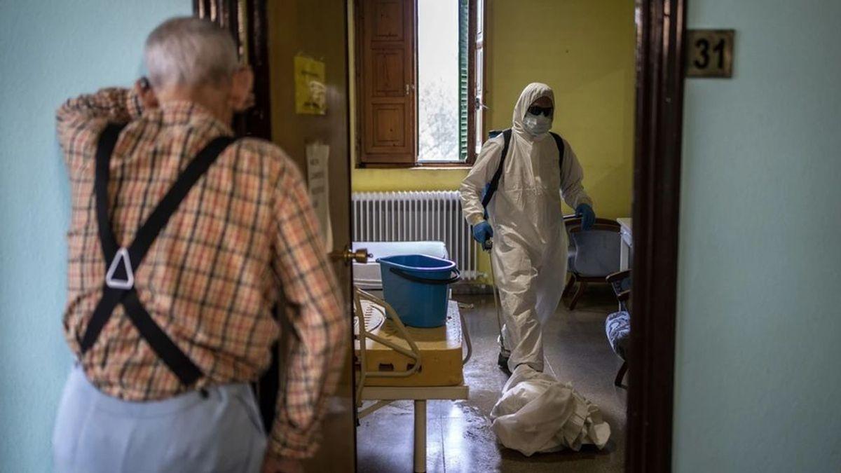 El exceso de mortalidad en España en agosto casi quintuplica las cifras oficiales de Sanidad