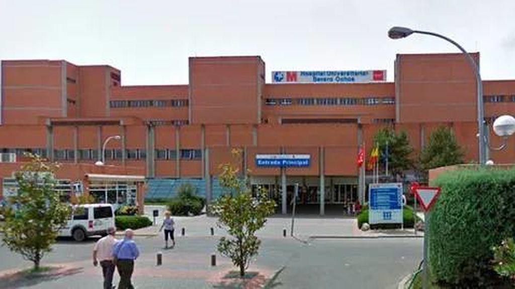 Intenta colarse en el Hospital Severo Ochoa de Madrid para visitar a su mujer ingresada por COVID