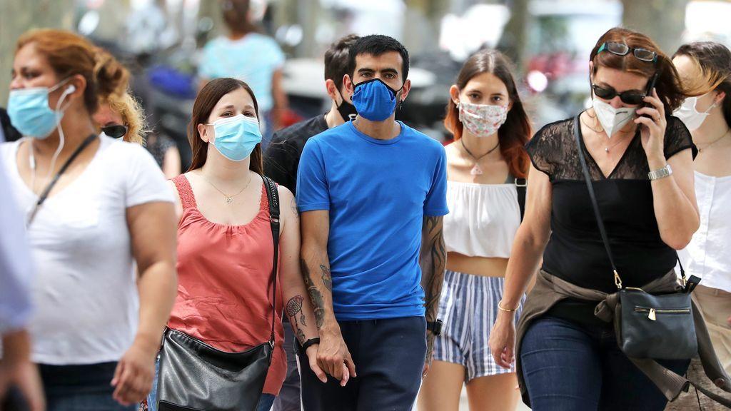 """Los expertos aseguran que la estrategia de inmunidad colectiva frente a la COVID-19 es """"peligrosa"""""""
