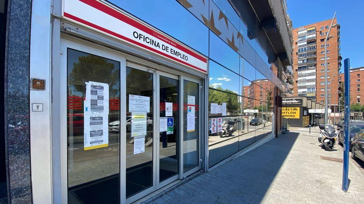 Entrada a una oficina del SEPE en Madrid.