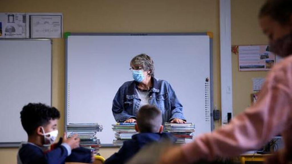 Francia sigue los pasos de España: contempla bajas para los padres si la escuela o la clase  cierra por covid19