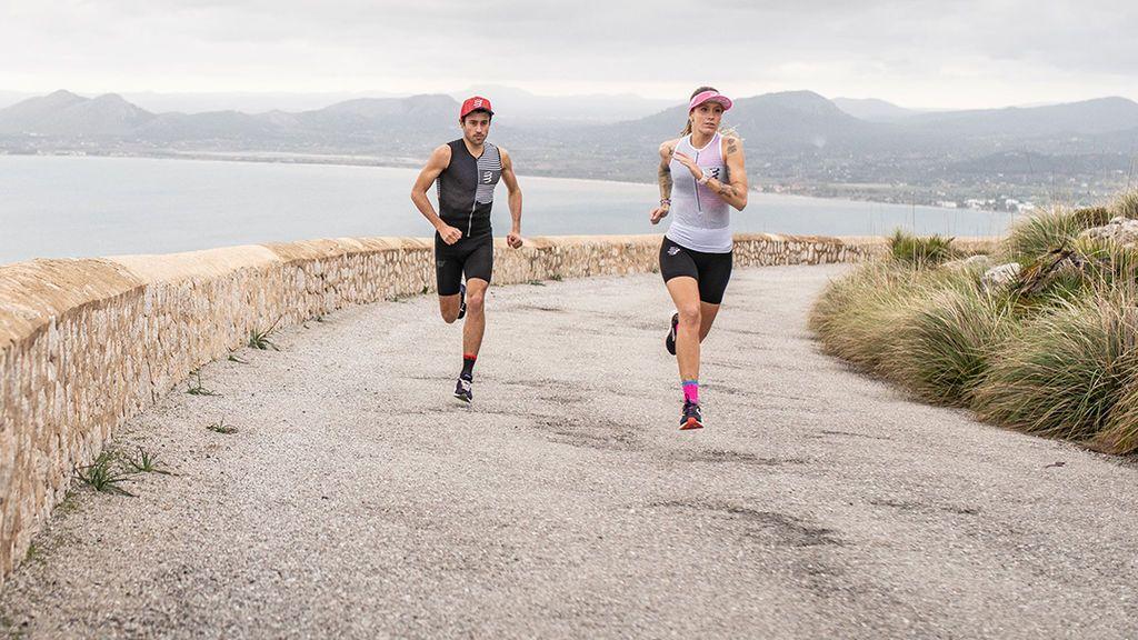 deportistas realizando un entrenamiento de carrera