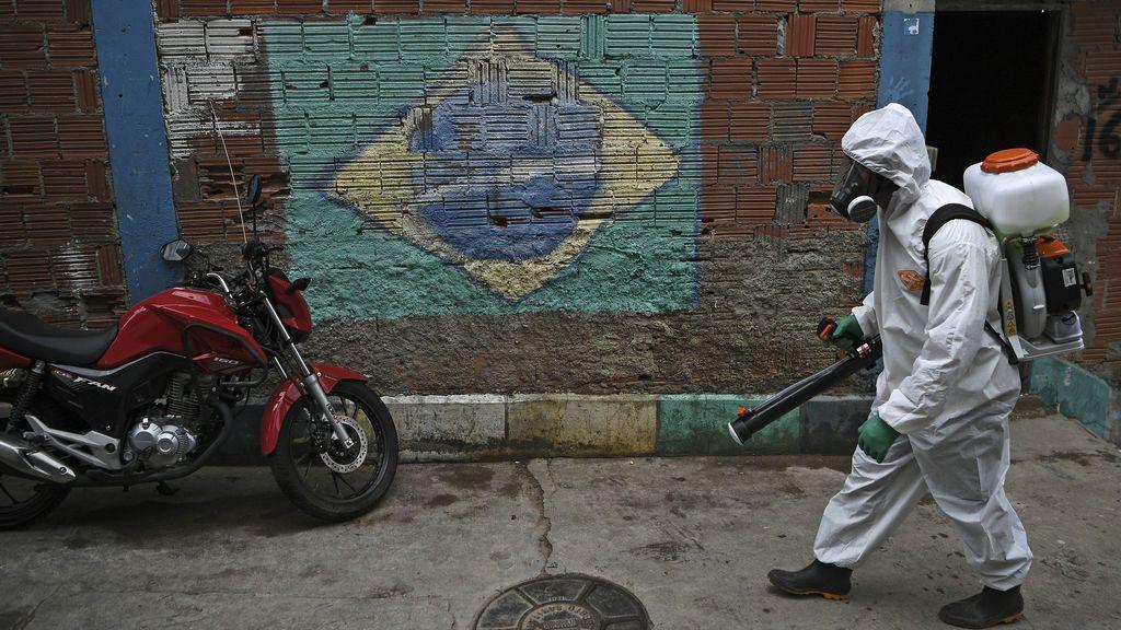 La cifra de muertos por covid-19 en Brasil cae un 12% en agosto