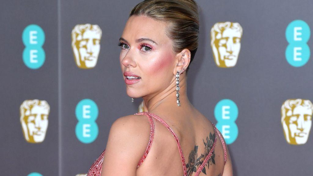 Scarlett Johansson: analizamos sus 8 tatuajes.