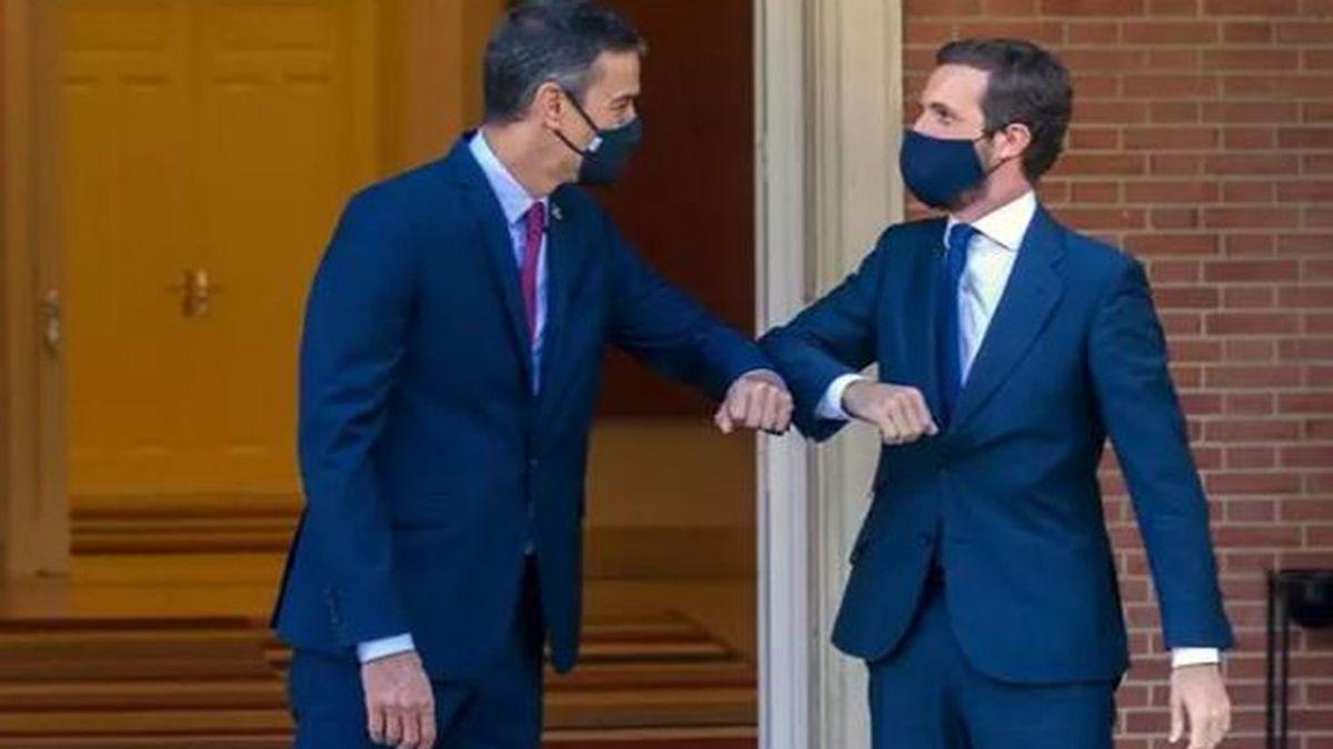 Termina la reunión de  Sánchez  y Casado en la Moncloa