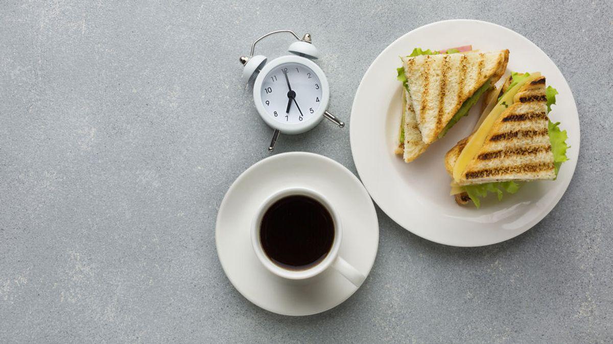 'Dinner cancelling': beneficios y riesgos de la nueva la moda de suprimir la cena