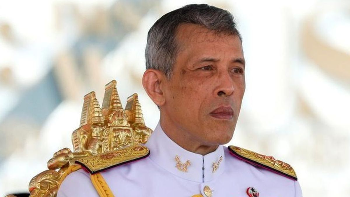 El rey de Tailandia indulta a la concubina que encarceló y la vuelve a meter en su harén