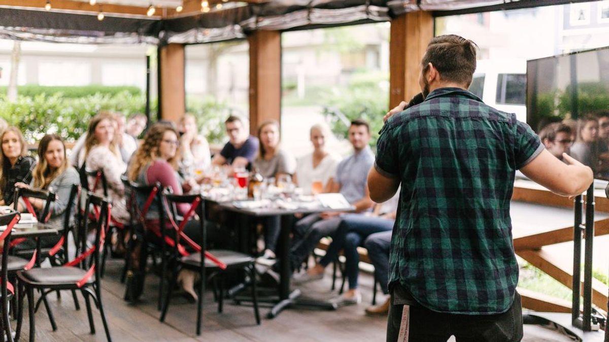 ¿Tienes miedo a hablar en público? 8 consejos para superarlo - Uppers