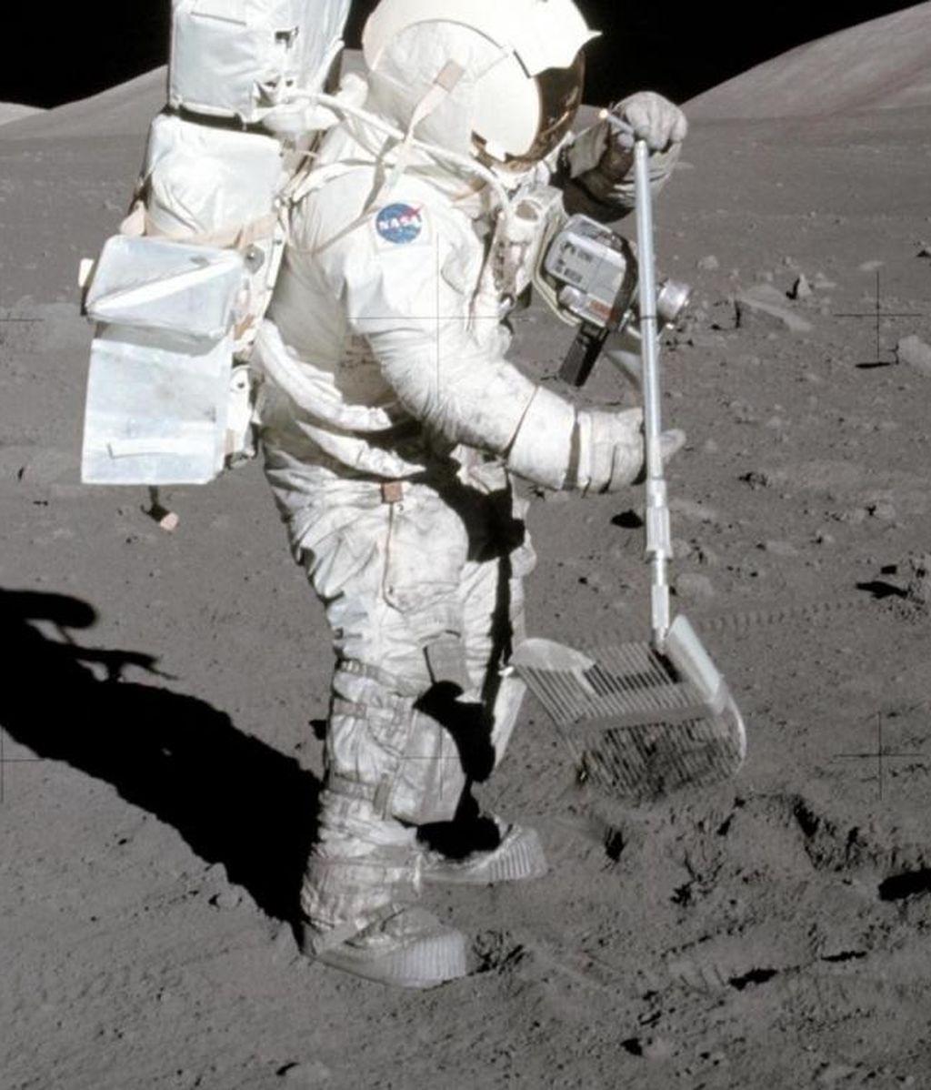 EuropaPress_3295617_polvo_adhiere_botas_astronauta_geologo_apolo_17_harrison_jack_schmitt_1972