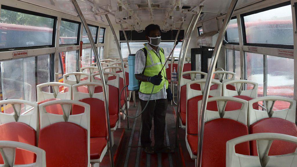 Un macrocontagio en autobús apunta de nuevo al riesgo de infectarse por el coronavirus suspendido en el aire