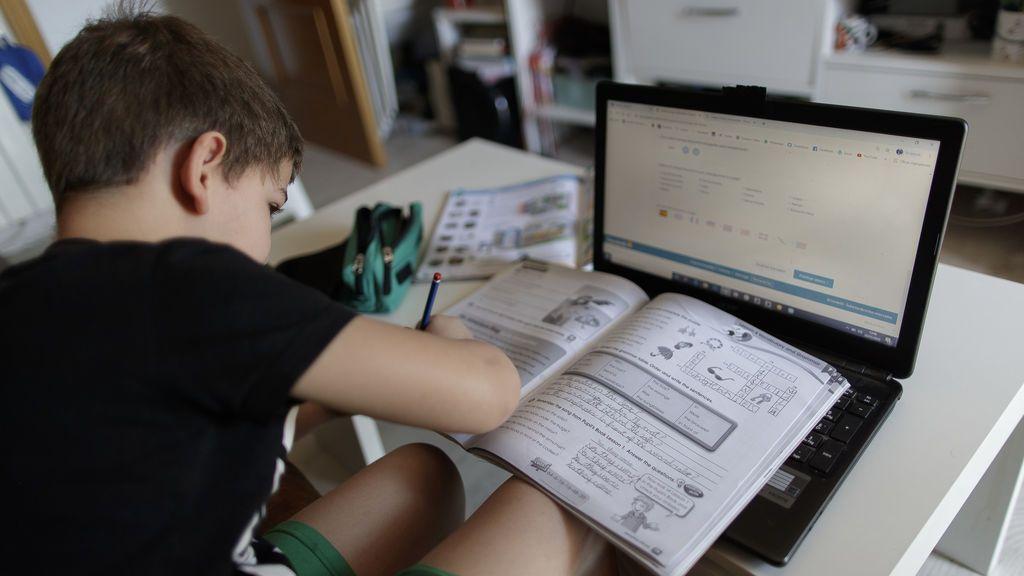 Los ópticos aconsejan adaptar las habitaciones de los niños para las clases online